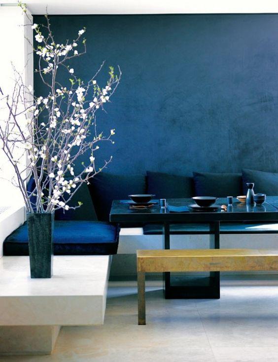 schickes interior mit wandfarbe blau wand streichen in blau interior design pinterest. Black Bedroom Furniture Sets. Home Design Ideas