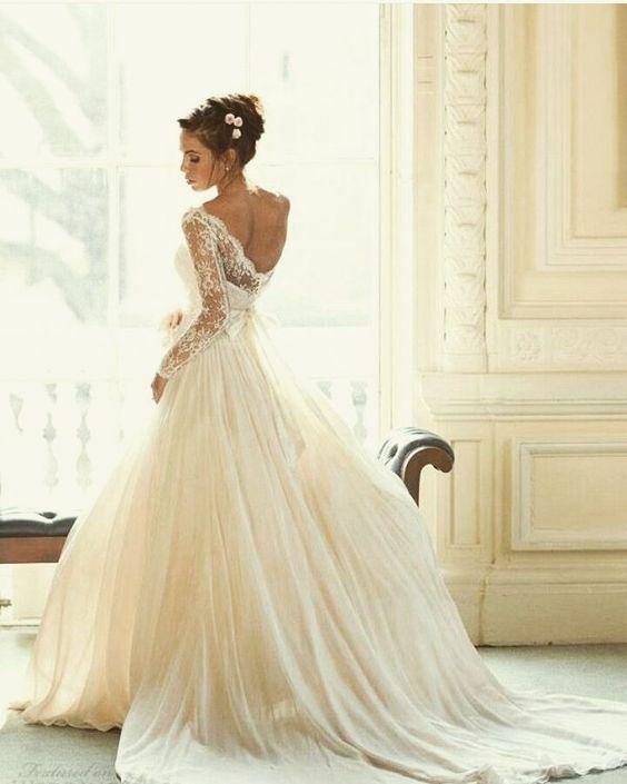 Vestido de noiva. #vestidodenoiva #weddingdress #casamento #noiva #bride #bridal #wedding #ido #veil #veu #casareiembrasilia #voucasar #querocasar #brasilia #cute #love #noivasdeluxo via @euaceito_ido by modochiqueconsultoria