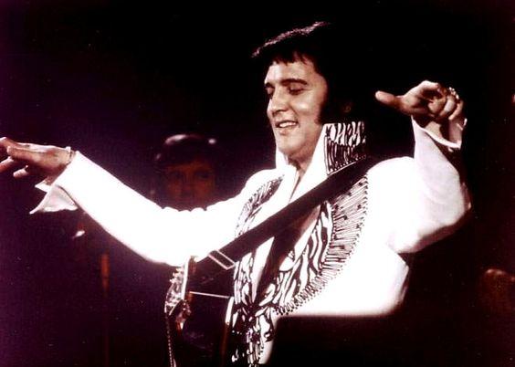 Elvis on stage in Huntsville Alabama june 1 1975