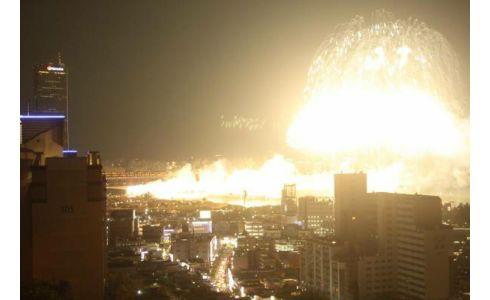 ぱくにゅー: 【画像】 韓国ソウルの花火大会が凄い!!!! 一見の価値あり。