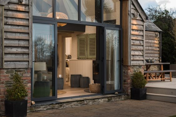 Nautilus, Luxury Beach Barn by the sea St Mawes