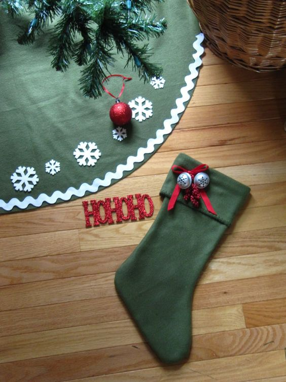 Sew Many Ways...: Tool Time Tuesday...No Sew Tree Skirt for $2.50