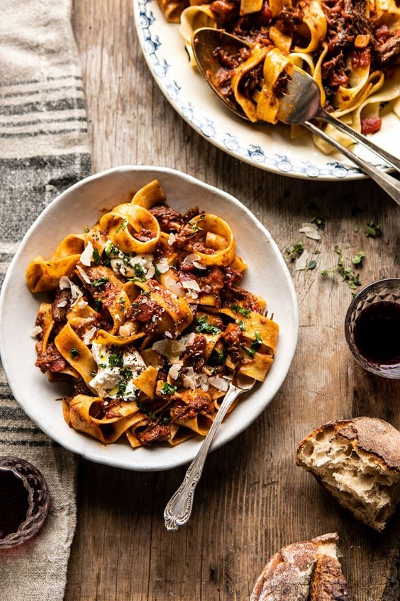 Slow Cooker Red Wine Sunday Ragù Pasta