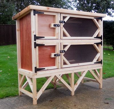 Double rabbit hutch in plywood rabbit hutches for Simple rabbit hutch
