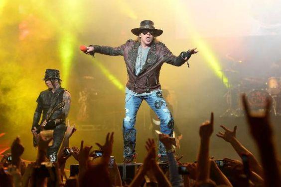 Axl Rose bei einem Auftritt 2014 in Las Vegas: Vor kurzem erst hat die US-Rockband Guns N' Roses ihr Comeback verkündet - nun sorgen Spekulationen bei ihren Fans für Wirbel, Bandleader Axl Rose könnte Sänger bei der legendären australischen Heavy Metal-Band AC/DC werden.