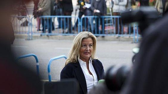 Un juzgado de Madrid la investiga junto al secretario general del sindicato, Miguel Bernad, por repartirse 109.600 euros en metálico de una cuenta de Manos Limpias