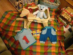 """Brummbär und Outfit für den ersten Geburtstag. Schnitte: Hemd Gr. 92 (Klimperklein """"Babyshirt""""), Hose Gr. 86 ( Das Milchmonster """"Hose Frida"""" als Knickerbocker) - beides tolle Schnitte! Brummbär - Schnitt aus Patchworkzeitung ( schon im Umzugskarton *hmpf* - muss nochmal suchen. Hatte Bären vor ein paar Wochen schon fertig."""