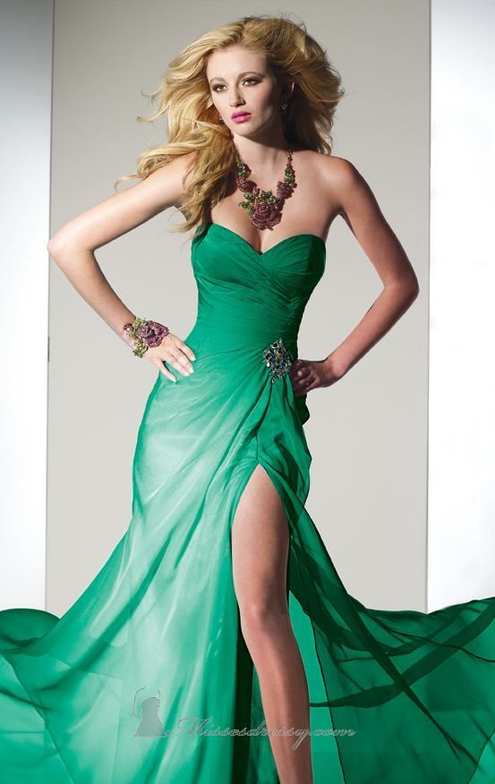 """Every time i see glam dresses with the slit like this i imagine myself wearing it and standing in this exact pose and noticing a very beautiful man across the way and all of a sudden music plays... """"Hello... is it me you're looking for..."""" lol! yes i know i'm weird"""