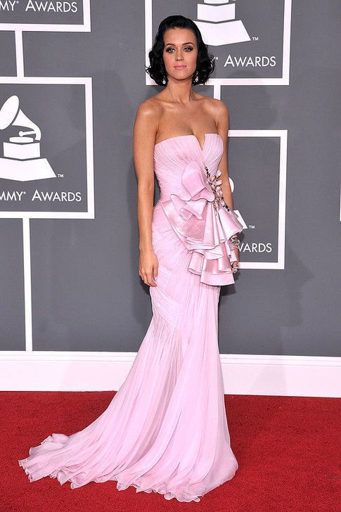 The Most Daring Red Carpet Dresses Of The 2000s Katy Perry 2009 The Most Daring Red Carpet Dresses Of Th In 2020 Grammy Dresses Red Carpet Dresses Grammy Fashion