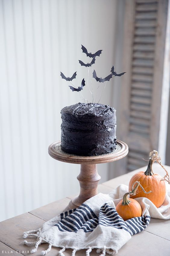 Free Printable flying bat cake topper- spooky halloween treat perfect for a kids Halloween party, halloween cake, bat cake topper, halloween food, black cat, bat decor, halloween sweet treat