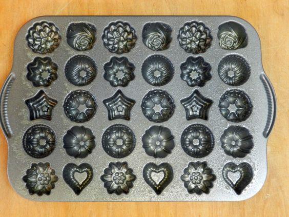 WANT! - http://cookingwithcurls.com/wp-content/uploads/2013/05/Bundt-Shot-Pan-Spray-1024x768.jpg