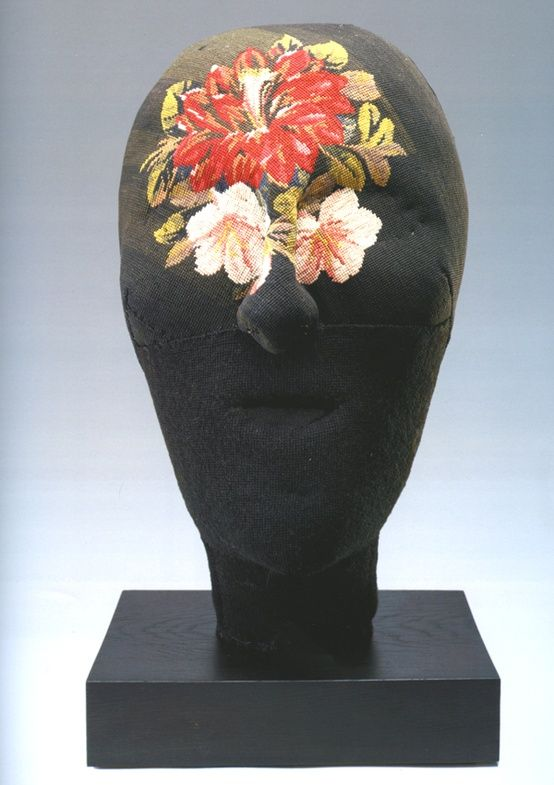 #centrotavola #centrotavolamilano #centrotavolafave Louise Bourgeois, untitled embroidered head, 2003.