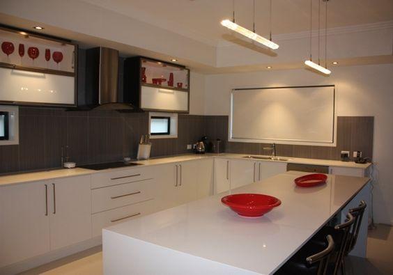 Quantum quartz 39 luna white 39 benchtop p cabinets qld for Kitchen benchtop ideas