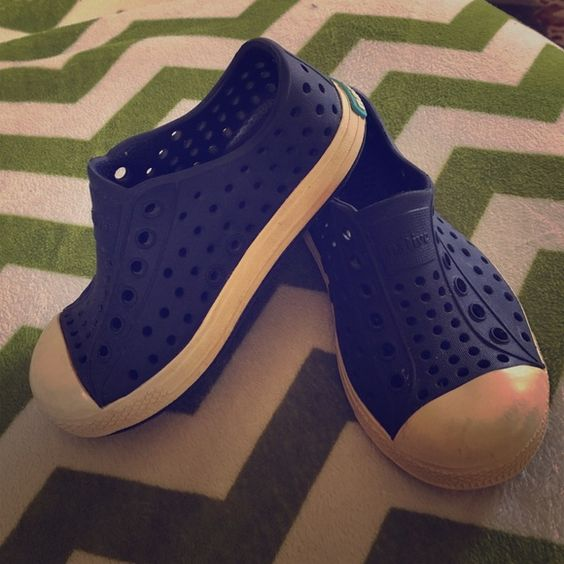 Toddler 7 Native Jefferson slip on sneaker Great for playing around all day. Size 7 toddler Native Shoes Sneakers