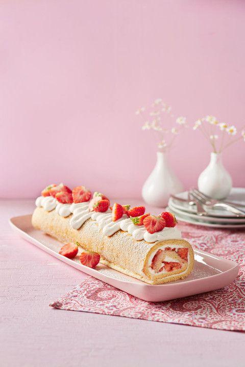 Biskuitrolle mit Erdbeer-Quark-Füllung