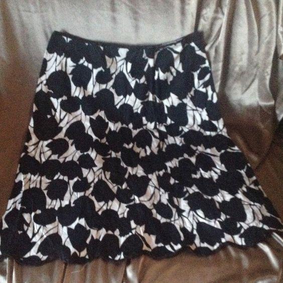 White House Black Market skirt 10 Cute skirt White House Black Market Skirts