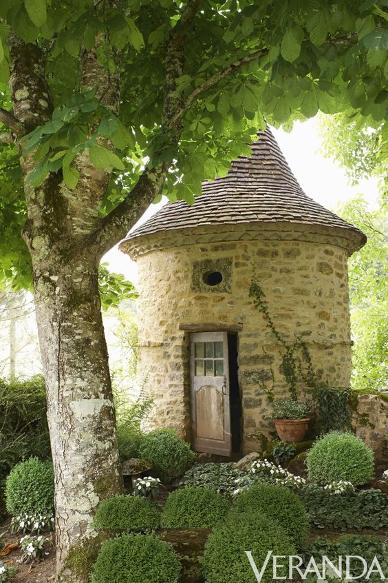 Lovely dovecoat or pigionniere in the Dordogne Region. Romantic French Country Garden Courtyard Ideas. #frenchcountry #provence #garden #dovecoat #pigeonniere #romantic #boxwood