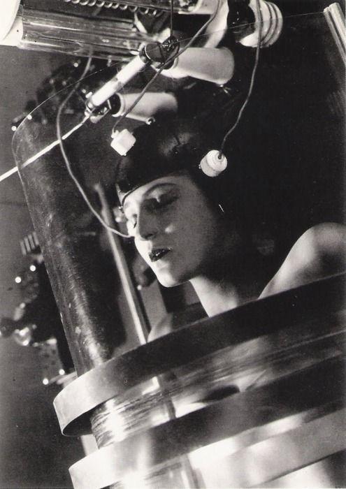 Momento em que Maria está sendo clonada no filme de Fritz Lang.