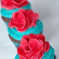 Spring-Theme Fondant Flower Cupcakes