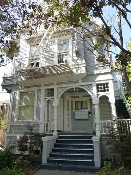 Berkeley California The Victorian House At 2400 Dana Street Which Served As Dustin Hoffman S Boarding House In T Victorian Homes Boarding House House Styles
