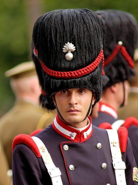 Queen S Guard, Buckingham Palace, London Editorial Image ... |Buckingham Palace Guards Hats