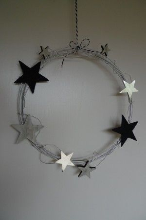 Drahtkranz mit Sternen