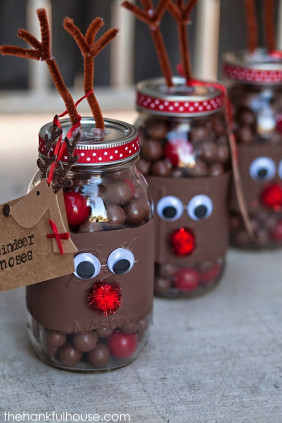 These could make the cutest party favours! The Hankful House: Reindeer Noses Mason Gift Jars xx