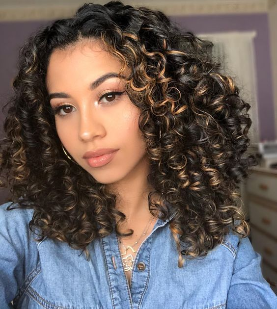 Stunning Curly Hair With Caramel Highlights Curly Hair Styles Naturally Short Curly Haircuts Highlights Curly Hair