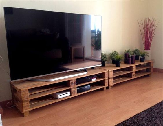 4 Long Pallet TV Stand - DIY 20 Upcycled Wood Pallet Ideas | 101 Pallets - Part 2