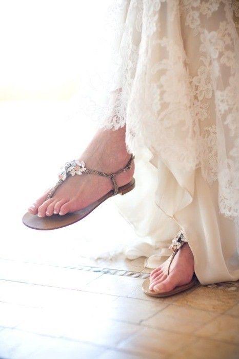 Es müssen nicht immer Pumps unterm Hochzeitskleid sein!