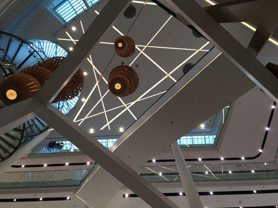Внутри торгового комплекса
