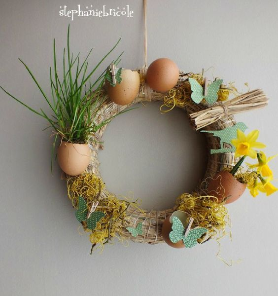 Tables easter wreaths and papillons on pinterest for Idee decoration porte halloween