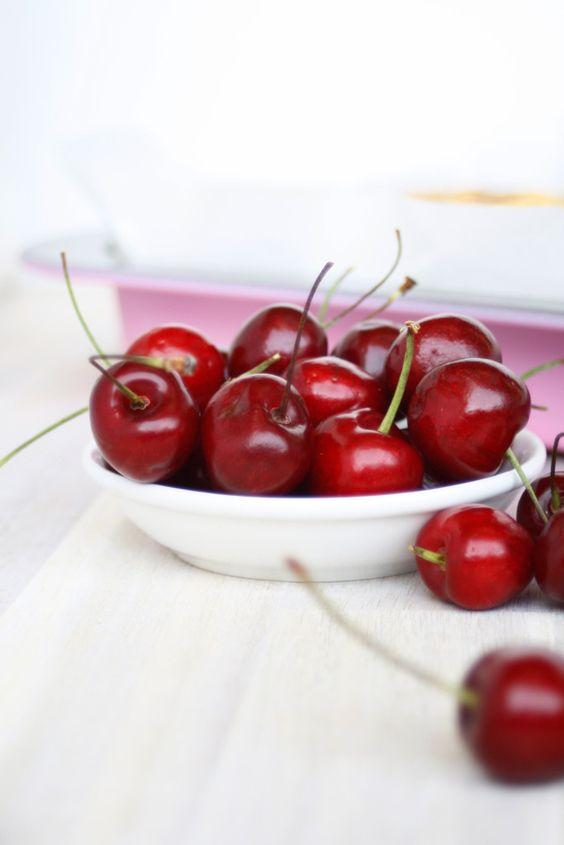 Kirsch Streusek Kuchen // Crumble Cherry Pie by http://babyrockmyday.com/kirsch-streusel-kuchen/