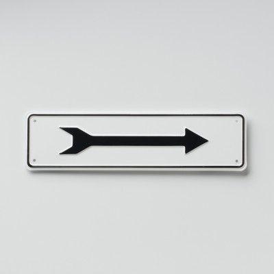 $20 arrow sign