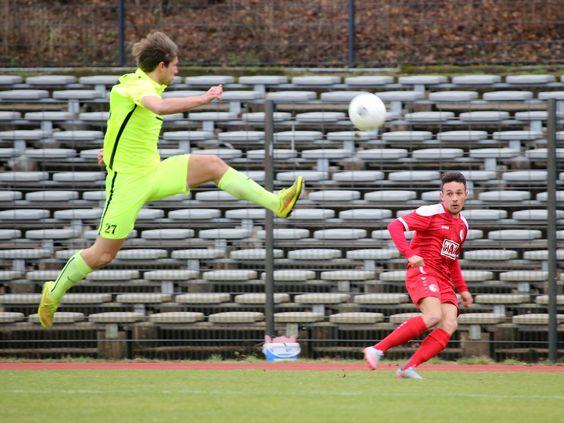 #Ömer #Akyörük schaut dem Ball nach den er als Flanke rein gibt. | Berliner AK 1-1 Optik Rathenow