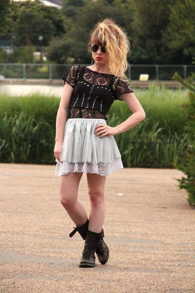 Dark-gray-allsaints-boots-black-topshop-sunglasses-black-topshop-top_400