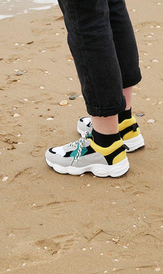 Claudia Ghizzani geel groene sneakers | Sneakers outfit ...