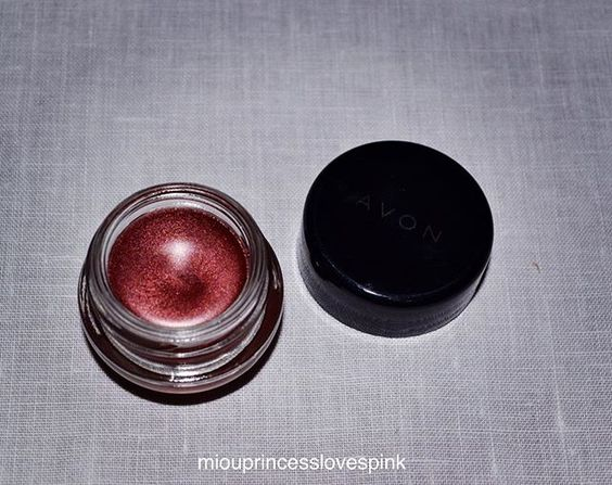 How pretty is this colour?! #waterproof #eyeshadow #avon #avongr @avongr #makeup #mua #fall #eyes #shimmer #burgundy