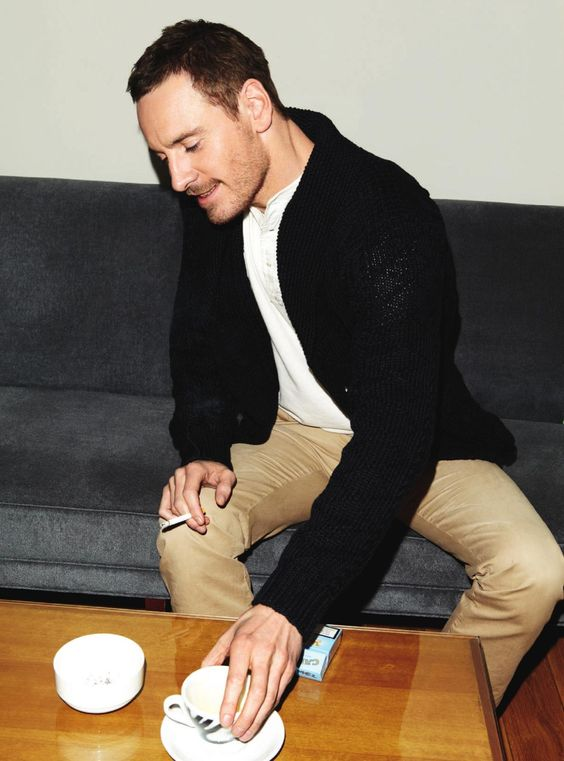 A cup of coffee and a ciggy always does it for Fassy ;-)