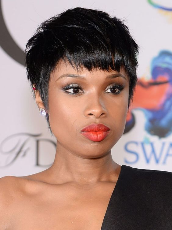 The new pixie cut is structured and edgy - Jennifer Hudson pulls this look off effortlessly.