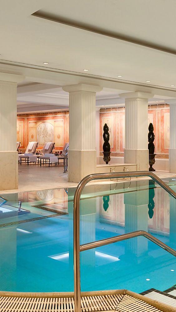 Uma vida cinco estrelas pools indoor pools and berlin - Indoor swimming pool berlin ...