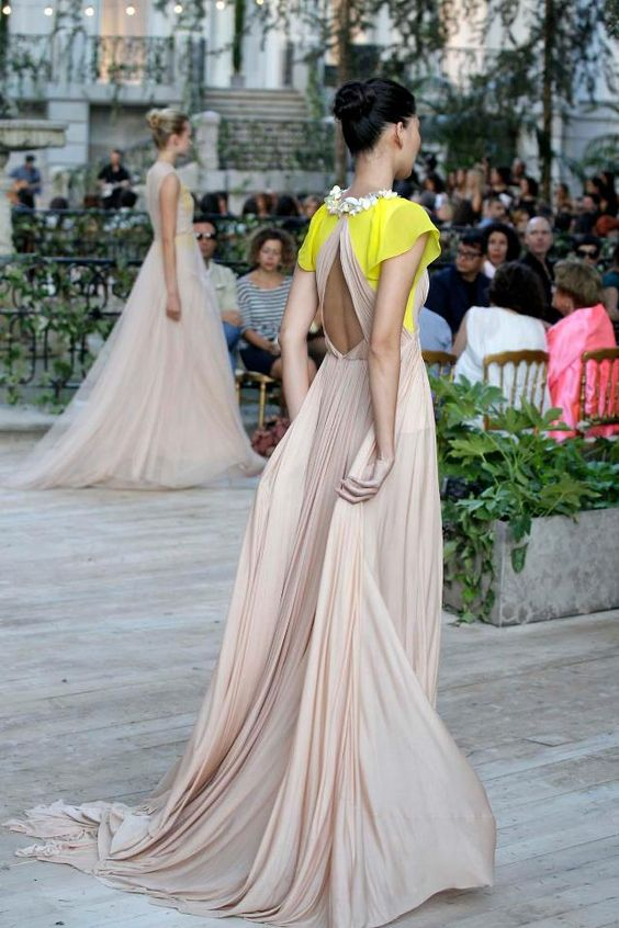 Delpozo  Ideas para tu #look #invitada de #boda ♥♥ The Wedding Fashion Night ♥♥ ♥ Visita www.wfnclub.com ♥  http://retro-flame.com/