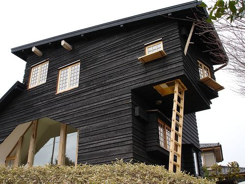 Autour du monde, Parement de maison en bois and Maison on Pinterest
