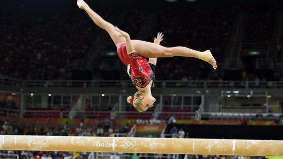 Die deutschen Turnerinnen sind erstmals bei Olympischen Spielen ins Team-Finale eingezogen. Elisabeth Seitz und Sophie Scheder lösten zudem jeweils zwei weitere Finaltickets.