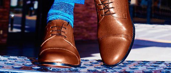 Ancho especial: zapatos de cuero a tu medida. Ancho especial de Renzo Costa Calzado ha llegado para satisfacer a los varones que buscan comodidad al caminar pero privilegian el buen vestir. Confeccionados en cuero de la más alta calidad, sus modelos sobrios y estilizados, con y sin pasadores, resultan ideales para combinarlos con trajes formales y se adaptan perfectamente al estilo 'business casual'.