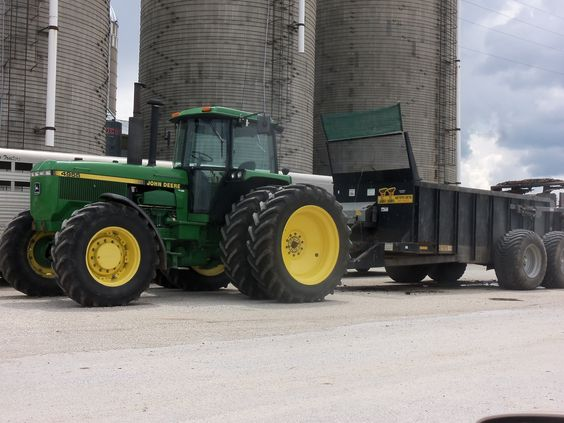 Was surprised to see this JOhn Deere 4955 hooked to Meyer VB750 manure spreader on Purdue University beef farm