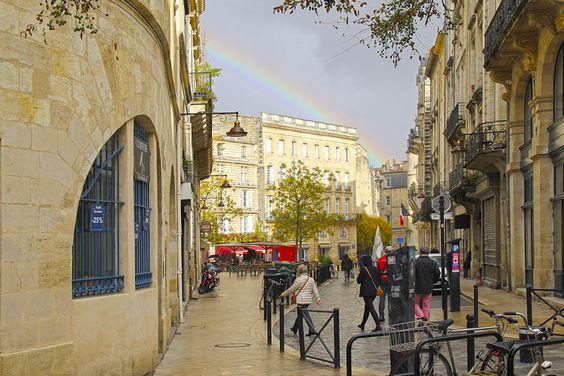 Улица в Бордо и радуга