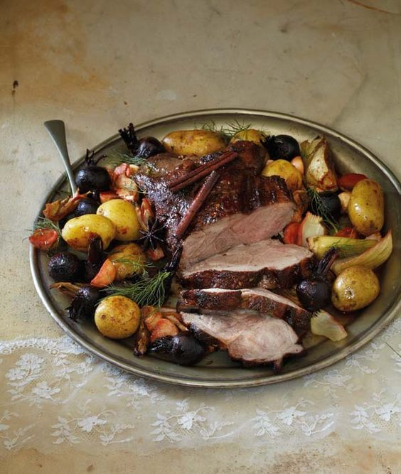 Pork neck with cinnamon and fennel