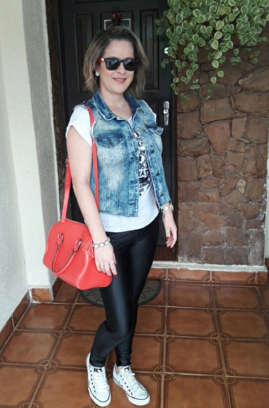 Look Colete Jeans e All Star