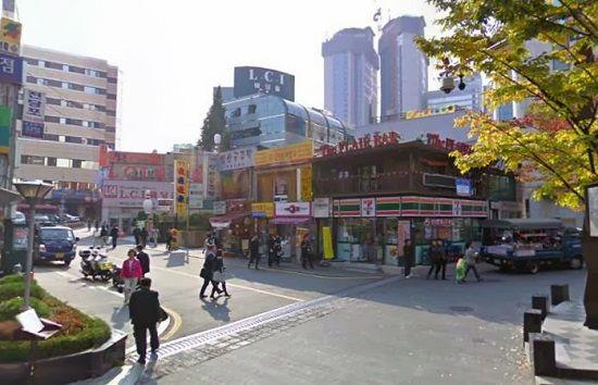 Khu vực trạm tàu điện ở Myeongdong